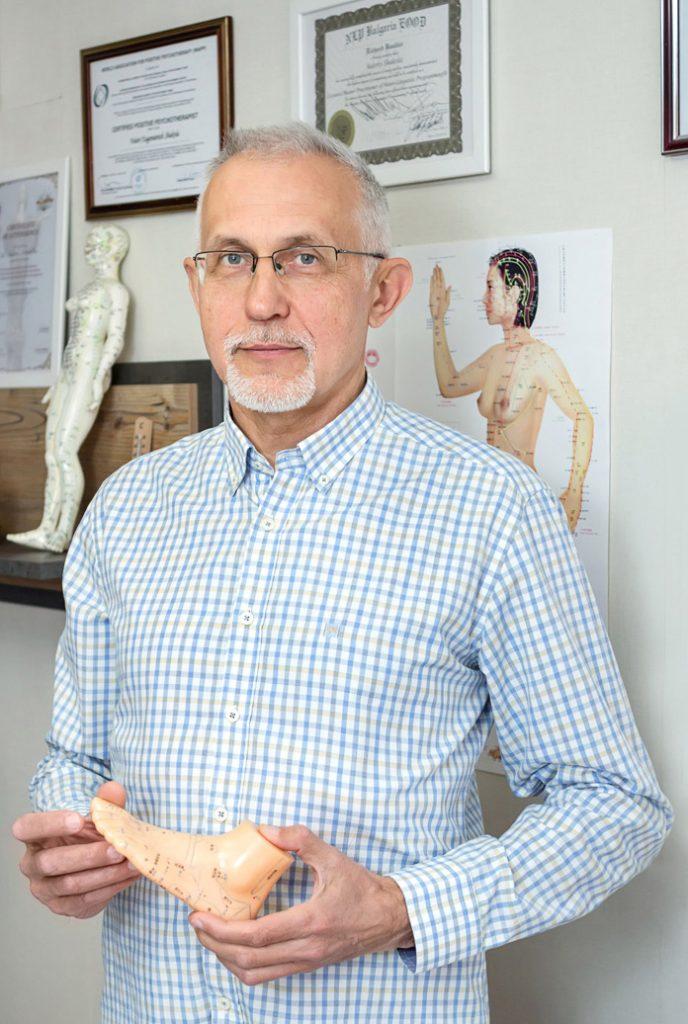 д-р Шакола - лекар-иглотерапевт
